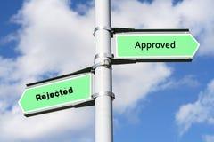 Poteau de signe approuvé et rejeté Images libres de droits