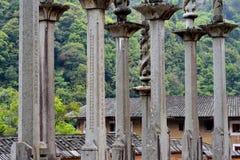 Poteau en pierre de famille dans le pays de Fujian, Chine Photographie stock libre de droits