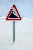 Poteau indicateur d'avertissement de colline raide Image libre de droits