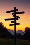 Poteau indicateur dans la montagne photographie stock libre de droits