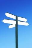Poteau indicateur de direction avec les flèches vides photographie stock libre de droits