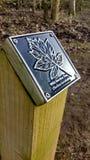 Poteau indicateur de sylviculture d'arbre de service sauvage aux piscines de Ryton Images libres de droits