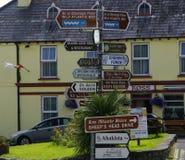 Poteau indicateur de touristes Irlande Photos libres de droits