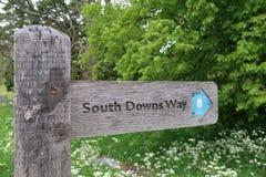 Poteau indicateur du sud de direction de manière de bas dans le Sussex, Angleterre photographie stock