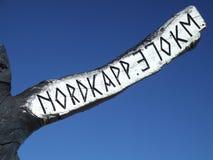Poteau indicateur en bois de cap du nord photographie stock libre de droits