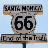 Poteau indicateur historique de Route 66 en Santa Monica Photographie stock libre de droits