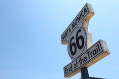 Poteau indicateur historique de Route 66 en Santa Monica Images libres de droits