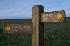 Poteau indicateur sur le chemin du sud de bas Photos stock