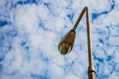 Poteau léger sur le ciel Photos stock