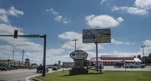 Poteau, Oklahoma-Signage auf Eingang zur Stadt lizenzfreie stockbilder