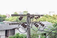 Poteaux électriques utilisés dans la maison chez la Thaïlande photos libres de droits