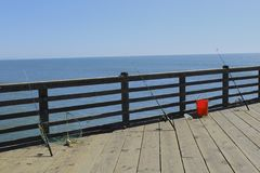 Poteaux de pêche sur le pilier Photo stock