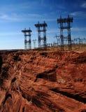 Poteaux de tension élevée chez Glen Canyon Etats-Unis Photos stock