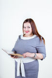 Potelé plus la femme de taille avec un beau sourire Image libre de droits