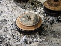 Potenciômetro de terra no carvão foto de stock royalty free