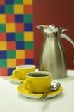 Potenciômetro do café com copos Imagens de Stock