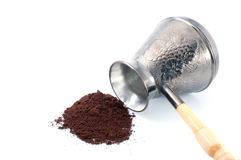 Potenciômetro do café e café à terra Fotografia de Stock