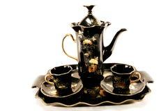 Potenciômetro e copos do café em uma bandeja. Imagem de Stock