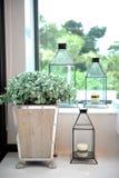 Potenciômetro e vela de madeira Fotografia de Stock