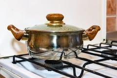 Potenciômetro em um fogão de gás Imagem de Stock Royalty Free