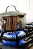 Potenciômetro em um fogão de gás Fotografia de Stock Royalty Free