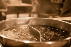 Potenciômetro quente de ebulição com favor de duas sopas imagens de stock