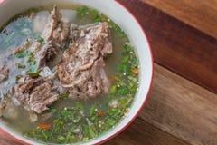 Potenciômetro quente quente e picante do reforço de carne de porco com ervas tailandesas Imagem de Stock Royalty Free