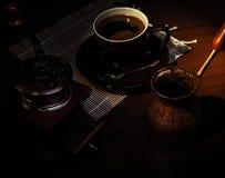 Potenciômetro turco do tooper do tanoeiro, moedor de café do vintage foto de stock