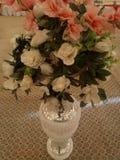 Potenciômetros bonitos com florescência artificial para o evento do casamento foto de stock royalty free