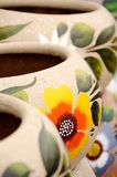 Potenciômetros cerâmicos mexicanos coloridos na vila velha Foto de Stock