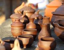 Potenciômetros de argila em um por do sol foto de stock royalty free