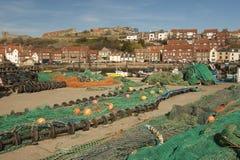 Potenciômetros de lagosta e redes de pesca, Whitby. Imagem de Stock