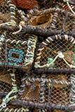Potenciômetros de lagosta empilhados no cais -6 do porto imagens de stock