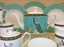Potenciômetros e copos do chá da porcelana fotos de stock royalty free