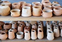Potenciômetros e vasos da cerâmica Fotos de Stock