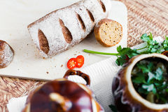 Potenciômetro da batata e da salsa da sopa na tabela Fotografia de Stock Royalty Free