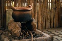 Potenciômetro da caldeira para cozinhar feito da argila Fotografia de Stock Royalty Free