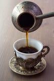 Potenciômetro da fabricação de cerveja da xícara de café e do café Fotografia de Stock Royalty Free