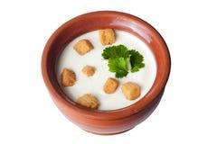 Potenciômetro de argila com o pão torrado da sopa do leite Imagens de Stock Royalty Free