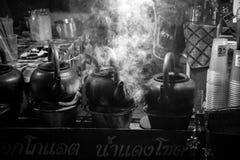 Potenciômetro de argila tailandês da tradição foto de stock