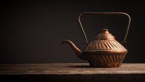 Potenciômetro de cobre usado velho do chá Foto de Stock Royalty Free
