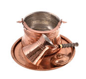 Potenciômetro de cobre velho do café, isolado Imagens de Stock