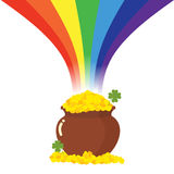 Potenciômetro de ouro e de arco-íris Tesouro mágico do duende Trevo e Imagens de Stock