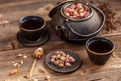 Potenciômetro do chá e copos de chá Imagens de Stock Royalty Free