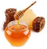 Potenciômetro do mel e da vara de madeira. Fotos de Stock
