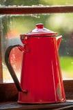 Potenciômetro vermelho do café Imagens de Stock Royalty Free