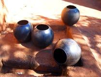 Potenciômetros bebendo asiáticos Louça étnica tradicional africana Fotografia de Stock Royalty Free