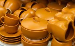 Potenciômetros da cerâmica com argila fotografia de stock royalty free
