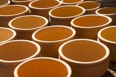 Potenciômetros da planta da argila do jardim Imagem de Stock