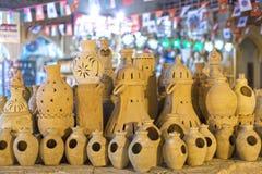 Potenciômetros da terracota para a venda em Nizwa, Omã foto de stock royalty free